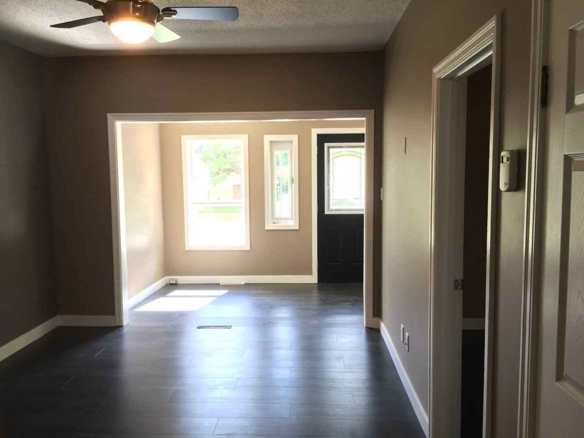 1 bedroom single garage for rent in Moose Jaw - low utility cost!